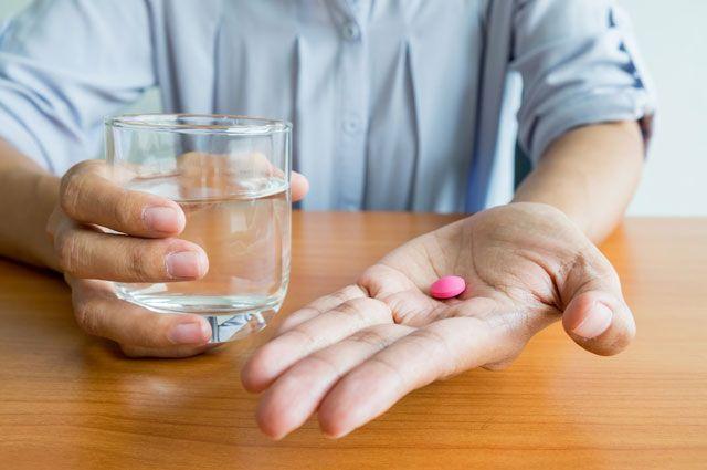 Можно ли запивать таблетки газированной водой?